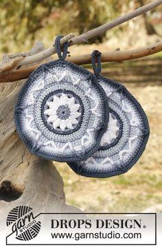 Soleil Bleu - Crochet potholders with flower in DROPS Paris. - Free pattern by DROPS Design Crochet Hot Pads, Free Crochet, Knit Crochet, Motif Mandala Crochet, Crochet Circles, Crochet Decoration, Crochet Home Decor, Drops Design, Knitting Patterns Free