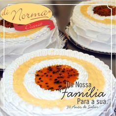 Boa tarde, hoje desejamos um final de tarde calmo e muito doce!!!  Bolo de Musse de Maracujá: Pão de ló recheado com mousse de maracujá, cobertura de marshmallow, mousse e calda de maracujá. #DiNorma #cake I #love #bolomussedemarcujá