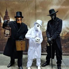 Had loads of fun with my Dad and my Sister as some Plague Doctors this year! Plague Mask, Plague Doctor Mask, Black Plague Doctor, Plauge Doctor, Scp 049, Anatomy Sculpture, Doctor Costume, Scary Costumes, Best Doctors