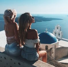 Travel the world with your best friend