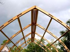 How to make the small greenhouse? There are some tempting seven basic steps to make the small greenhouse to beautify your garden. Diy Greenhouse Plans, Aquaponics Greenhouse, Small Greenhouse, Aquaponics System, Arch Building, Shed Building Plans, Timber Buildings, Unique Buildings, Arched Cabin