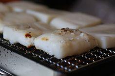 Mochi Japanese Kitchen, Japanese Sweet, Glutinous Rice, Mochi, Food, Japanese Cuisine, Essen, Japanese Sweets, Meals