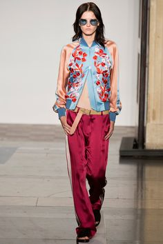 See all the Collection photos from Jonathan Saunders Spring/Summer 2014 Ready-To-Wear now on British Vogue Runway Fashion, Fashion Show, Fashion Outfits, Fashion Design, Fashion Trends, London Fashion, Fashion 2014, Winter Fashion, Jonathan Saunders