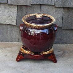 Hull Bean Pot Warming Stand Brown Drip Glaze by WillowLaneGallery on Etsy Hull Pottery, Mccoy Pottery, Pottery Art, Walnut Ridge, Dinner Wear, Bean Pot, Dish Sets, Clay Pots, Milk Glass