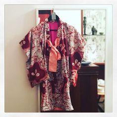 Der er travlt i den lille butik disse dage! 💕 Der er stadig et par børnekimonoer tilbage, blandt andet denne fine håndsyede sag i silke til 750,- #kimono #vintage #japan #cphtokyovintage #hannevarming #cphk #kbhk #julegaver #craft #handmade
