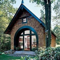 Awesome small cabin with steep roof and curved windows
