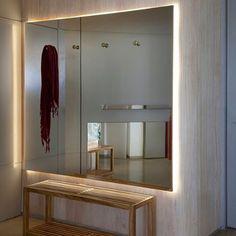 Entradas! Lindas e práticas......#marinalinharesinteriores #moraréviver #decoração #interiordesigner #espelhos #convivio #mirror #entradas #homedecor #interiores