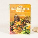 300 natriumarme recepten gebundeld in een boekje voor degene die natriumarm willen koken én eten.