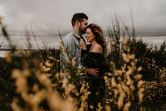 2048 x 1366 henry tieu photography seattle wedding & adventure elopemen Photo Poses For Couples, Couple Photoshoot Poses, Cute Couples Photos, Engagement Photo Poses, Couple Photography Poses, Engagement Photo Inspiration, Couple Shoot, Engagement Couple, Fall Engagement