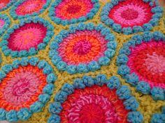 Bobble Hexagon pattern by Sue Pinner