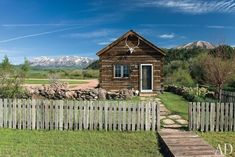 The Rocky Mountain cabin, complete with picket fence.   28 Images For People Who Are Into Log Cabin Porn