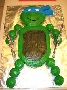 Cute Teenage Mutant Ninja Turtle cake this reminds me of the boys! Ninja Turtle Party, Ninja Turtles, Ninja Turtle Birthday Cake, Turtle Birthday Parties, Birthday Fun, Birthday Ideas, Ninja Cake, Birthday Snacks, Birthday Decorations