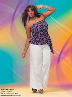 A barra da calça larga é uma ótima opção para um bom caimento do conjunto e o equilibrio das formas!