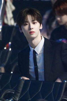 - ̗̀ kak minhyun on him graduation ̖́ - ੈ♡˳ Korean Entertainment, Pledis Entertainment, Jinyoung, Nu'est Jr, Nu Est Minhyun, Kim Jaehwan, Wattpad, Bts Chibi, 3 In One