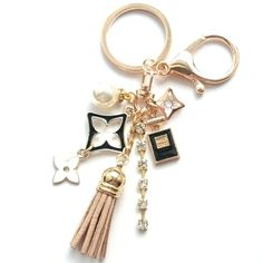 Diy Bag Charm, Resin Casting, Keychains, Bag Accessories, Handmade Jewelry, Perfume, Charmed, Personalized Items, Bracelets