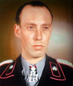 ■ Meinrad von Lauchert (1905-1987) RKE - Kdr PzRgt 15 - Generalmajor ■ Fuente: Eichenlaubträger 1940-1945, Zeitgeschichte in Farbe II,  Fritjof Schaulen; pág. 74