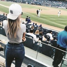Are you heading to a baseball game this season? From super sporty to trendy, we've picked the cutest baseball outfit looks for you to choose from before going to the stadium. Baseball Cap Outfit, Baseball Game Outfits, Baseball Caps, Baseball Game Fashion, Yankees Outfit, Baseball Match, Baseball Manager, Baseball Scoreboard, Baseball Helmet