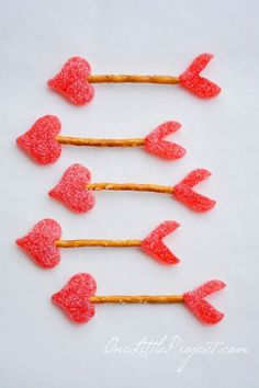 Cupid's Arrow Pretzels | theglitterguide.com