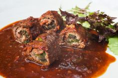 Bistec enrollado, or beef roulade, are stuffed beef rolls. They can be filled with simple ingredients such as veggies, or even seafood. Mexican Dishes, Mexican Food Recipes, Beef Recipes, Cooking Recipes, Mexican Meat, Spanish Dishes, Spanish Food, Spanish Style, Pan Dulce