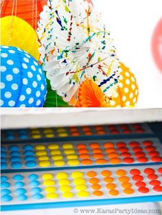 GREAT idea for Noah next year! Colorful Art Party with tons of ideas, FREE printables, Tutorials Colorful Birthday Party, 4th Birthday Parties, Birthday Fun, Birthday Ideas, Kids Art Party, Artist Birthday, Rainbow Theme, Paint Party, Art Plastique
