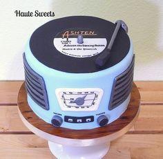Retro record player birthday cake