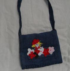 bolsa infantil em jeans com boneca e flores de feltro