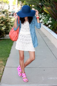 Hot pink shoes + Floppy hat