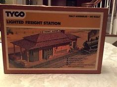 """tyco lighted freight station 906 ho scale assembled building - Categoria: Avisos Clasificados Gratis  Item Condition: UsedTyco Lighted Freight Station HO ScaleAppears to be complete I am not an expert in trains, buildings, accesories, etc Has not been tested1 figure is loose in box See photos for item details and desxcriptionPlease view photos sold """"as is""""Price: US 8.95See Details"""