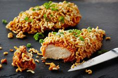 Crispy Spicy Peanut Chicken / Flavoured with KRAFT Peanut Butter and Sriracha, and made crispy with crushed ramen noodles, this peanut chicken is deliciously simple! Kraft Recipes, Beef Recipes, Chicken Recipes, Cooking Recipes, What's Cooking, Recipies, Peanut Butter Ramen, Carrot And Parsnip Soup, Recipe Center