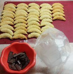 Egy finom Kókuszos kifli desszertnek? Kipróbált Kókuszos kifli recept a Süss Velem Receptek gyűjteményében! Nézd meg most!>> Waffles, Cookies, Baking, Breakfast, Food, Crack Crackers, Morning Coffee, Biscuits, Bakken
