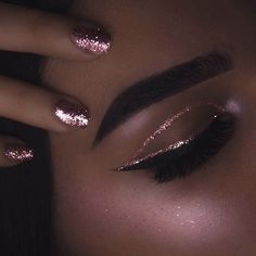 @rxycosmetics pink rocks glitter @elstileshop Midnight lashea @wetnwildbeauty black liquid eyeliner #anastasiabeverlyhills brow pomade ebony #rivaldeloop moon dust highlighter