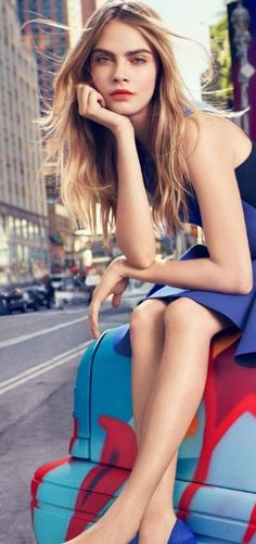 Discover the DKNY spring/ summer 2014 campaign, presented by supermodels Cara Delevingne, Eliza Cummings, and Jourdan Dunn. Look Fashion, Trendy Fashion, Fashion News, Fashion Models, Fashion Shoes, Fashion Trends, Cara Delevingne, Burberry, Estilo Fitness