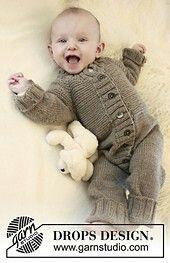 Baby Knitting Patterns Romper DROPS rompers with raglan yoke in 'Merino Extra Fine'. ~ DROPS Design – as … Baby Knitting Patterns, Baby Boy Knitting, Knitting For Kids, Baby Patterns, Free Knitting, Baby Overalls, Baby Jumpsuit, Baby Romper Pattern, Drops Baby
