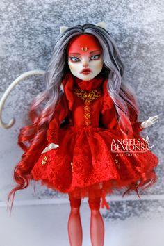Custom Monster High Dolls, Monster High Repaint, Custom Dolls, Pretty Dolls, Beautiful Dolls, Disney Princess Dolls, Rainbow Outfit, Gothic Dolls, Anime Dolls
