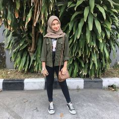 Hijab Style Outfit of The Day (OOTD) 2019 Remaja Indonesia Positif, Kreatif & Ceria 😍😘😘😘😘 . by Inspiration Hijab Style Outfit of The Day (OOTD) 2019 Remaja Indonesia Positif, Kreatif & Ceria 😍😘😘😘😘 . Ootd Hijab, Hijab Casual, Hijab Chic, Casual Ootd, Casual Jeans, Modern Hijab Fashion, Street Hijab Fashion, Muslim Fashion, Ootd Fashion