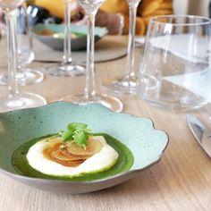 Trois bonnes adresses à découvrir à Lyon : La Cour des Loges pour son brunch, le restaurant Prairial et la brasserie du musée des Confluences.