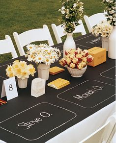 love the easy, casual, fun vibe of the place settings along with the simple chic flowers