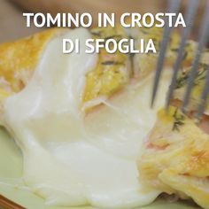 TOMINO IN PASTRY CRUST: a second dish based on delicious cheese, super stringy and ready in very little. Puff Pastry Recipes, Pastries Recipes, Food Tags, Tasty, Yummy Food, Antipasto, Italian Recipes, Food Videos, Love Food