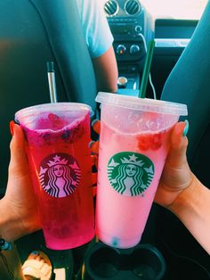 venti pink drink with lite ice and a dragon fruit refresher with lite ice Standard Leaf Style Pupils commence by learning standard slicing approaches, crea Bebidas Do Starbucks, Secret Starbucks Drinks, Starbucks Secret Menu, Malibu Drinks, Pink Drinks, Comida Disney World, Food Goals, Aesthetic Food, Food Cravings
