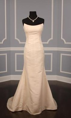 Search Used Wedding Dresses & PreOwned Wedding Gowns For Sale Stunning Wedding Dresses, Used Wedding Dresses, Wedding Gowns, Carrie Bradshaw Style, Minimalist Dresses, Strapless Gown, Badgley Mischka, One Shoulder Wedding Dress, Ball Gowns