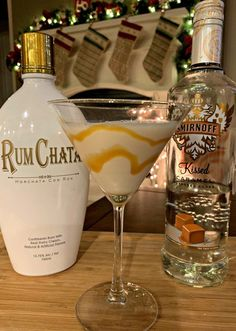 Salted Caramel Martini This flavorful drink combines RumChata with Caramel Vodka for a combination that will please anyone! Only a few ingredients needed enjoy! The post Salted Caramel Martini appeared first on Getränk. Christmas Drinks, Holiday Drinks, Summer Drinks, Fun Drinks, Christmas Martini, Christmas Christmas, Dessert Drinks, Mixed Drinks, Thanksgiving Alcoholic Drinks