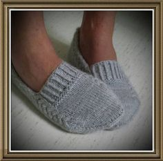 Ravelry: Nettle Essence Svensk version pattern by Monica Hellberg Más Knitting Patterns Slippers Yarn : Organic wool + Nettles from Onion, 2 skeins. Knitting Patterns Slippers Slippers pattern (purchase) loving the design, looks like they would stay on y Knitted Slippers, Crochet Slippers, Knit Or Crochet, Knit Slippers Pattern, Knitting Socks, Hand Knitting, Knit Socks, Knitting Projects, Crochet Projects