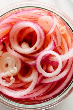 Quick-Pickled Onions Recipe - Cookie and Kate Quick Pickled Radishes, Quick Pickled Vegetables, Pickled Red Onions, Pickled Shallots, Healthy Recipes, Mexican Food Recipes, Whole Food Recipes, Vegetarian Recipes, Cooking Recipes