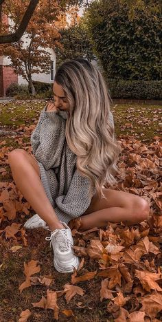 Photoshoot Ideas To Get Some Graceful Inspo - Crusha Autumn Photography, Girl Photography Poses, Photography For Beginners, Travel Photography, Fashion Photography, Foto Casual, Autumn Aesthetic, Instagram Pose, Shooting Photo