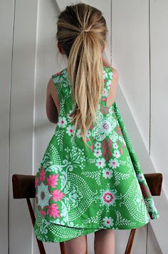 Definitely making one of these soon. 30 minutes, reversible dress.