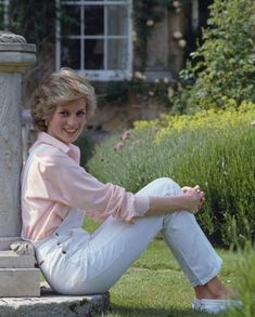 Princess Diana Fashion, Princess Diana Pictures, 90s Inspired Outfits, Elisabeth Ii, Duchess Of York, Royal Princess, Prince And Princess, Lady Diana Spencer, Iconic Women