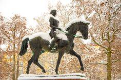 Kiskunhalas, horse, winter, snow, cold, hoarfrost, bolero, statue, lady