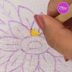 Hand Embroidery Patterns Flowers, Basic Embroidery Stitches, Hand Embroidery Videos, Embroidery Stitches Tutorial, Hand Embroidery Flowers, Simple Embroidery, Sewing Stitches, Hand Embroidery Designs, Embroidery Techniques