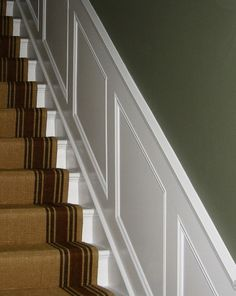 Heritage wall panelling on stairs - light panelling, dark paint