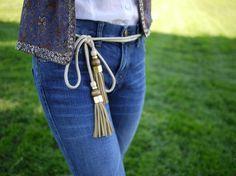 Hermoso cinturón con borlas